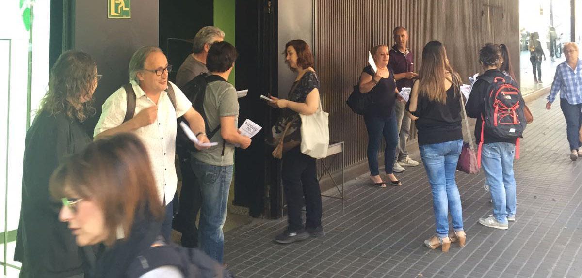 Reparto de información a las demostradoras de El Corte Inglés en mayo
